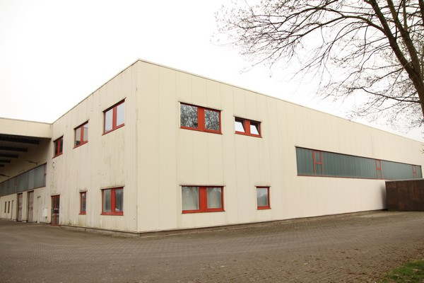 Immobilien-Expos&eacute: Ca. 7m hohe Hallenflächen (ca. 480 m²) mit Büro in Atterfeld